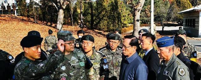 경향신문 28일자 1면 사진.