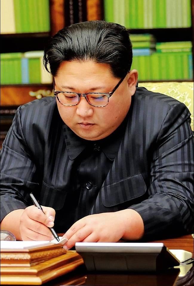 경향신문 30일자 1면 사진.