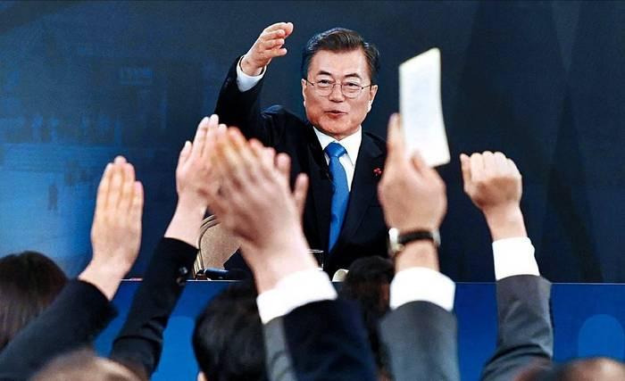 중앙일보 11일자 1면 사진.