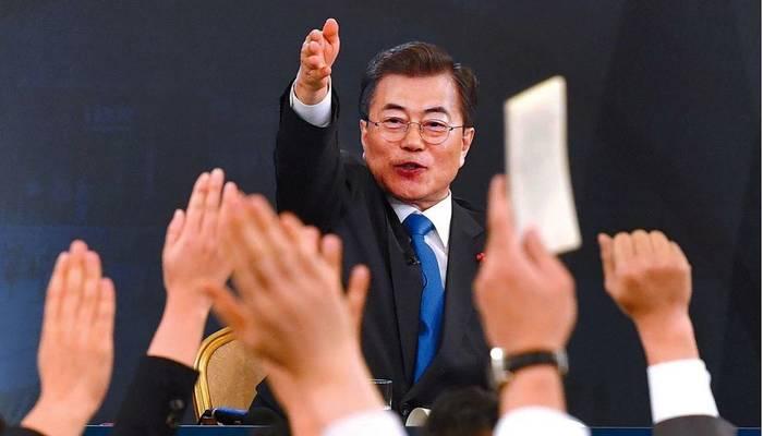 한국일보 11일자 1면 사진.