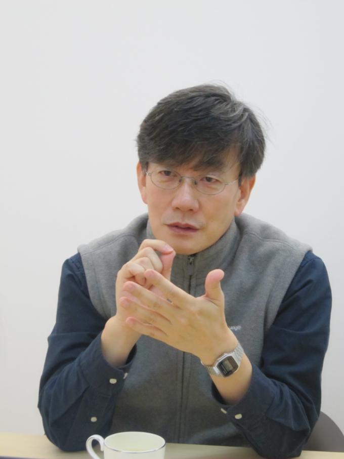 """지난 25일 서울 상암동 JTBC 사옥에서 만난 손석희 JTBC 보도담당 사장은 """"우리가 관심을 꼭 기울여야 할 이슈에 대해 시청률에 얽매이지 말고 굳건하게 보도하는 게 JTBC의 기조""""라고 강조했다."""