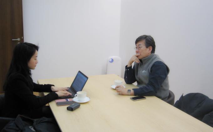 손석희 JTBC 보도담당 사장이 지난 25일 기자협회보와의 인터뷰에서 골몰하고 있는 모습.