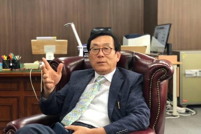 """지난 24일 서울 여의도 방송문화진흥회에서 이뤄진 인터뷰에서 김상균 방문진 이사장은 """"MBC가 상반기에는 정리하고 정상화하는 데 집중했다면, 하반기에는 경영성과를 보여줘야 할 때""""라고 강조했다."""